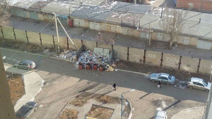 Кучи мусора вокруг контейнеров, ноябрь 2016. г.Астрахань