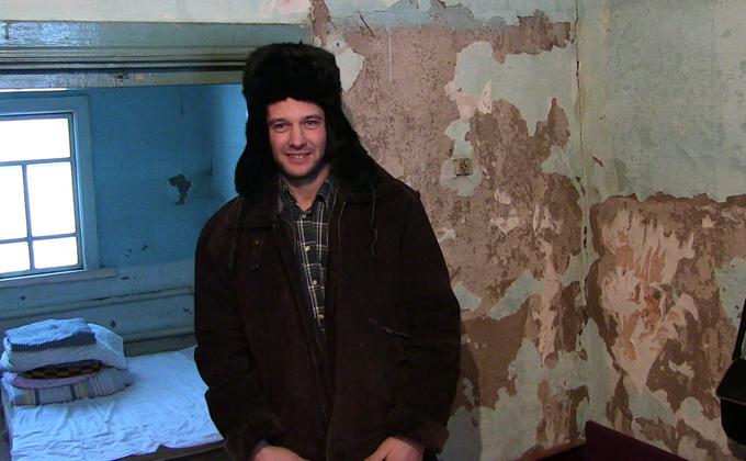 Евгений Мартенс говорит, что выбор жить в деревне был сделан им осознано. Фото Александра Крытцева