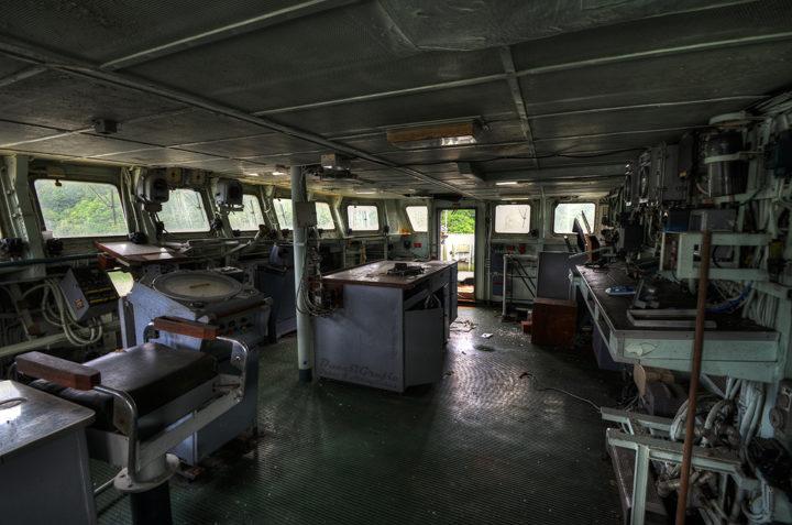 Ходовой мостик, заброшенный корабль французского ВМФ, в ожидании утилизации.