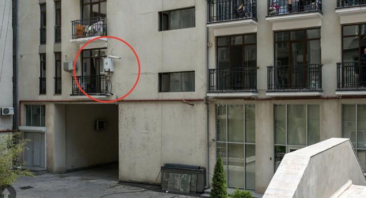 Установка газового котла на улице, фрагмент фотографии (c) Varlamov.ru