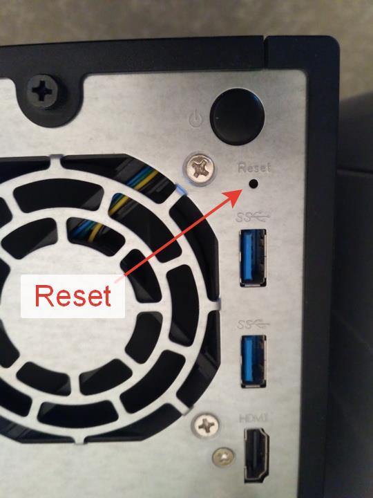 Кнопка сброса настроек/пароля, задняя панель Asustore AS3102T