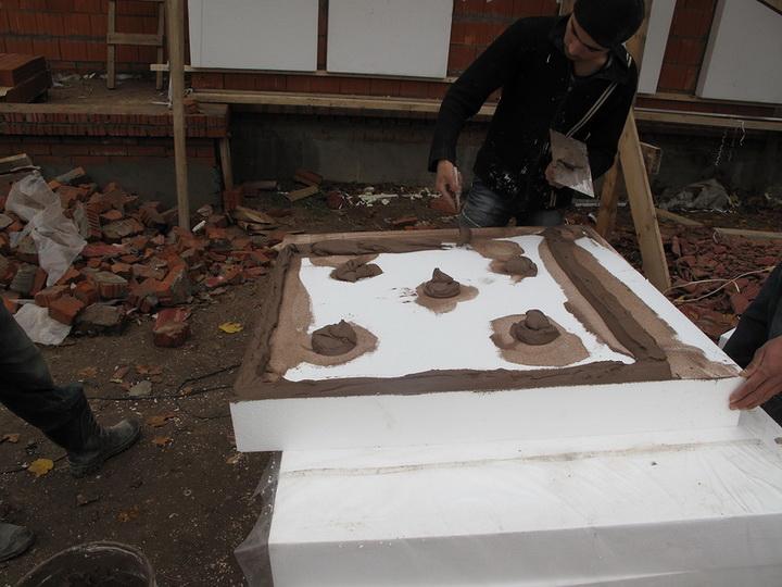 Нанесение цементного клея CeresitСТ 83, CeresitСТ 85 на пенополистирол. Фото 2.
