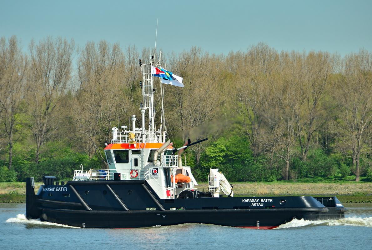 Буксир «Карасай Батыр» (Karasay Batyr) / IMO 9841043 на переходе / (с) Henk Jungerius http://www.shipspotting.com/gallery/photo.php?lid=2841942