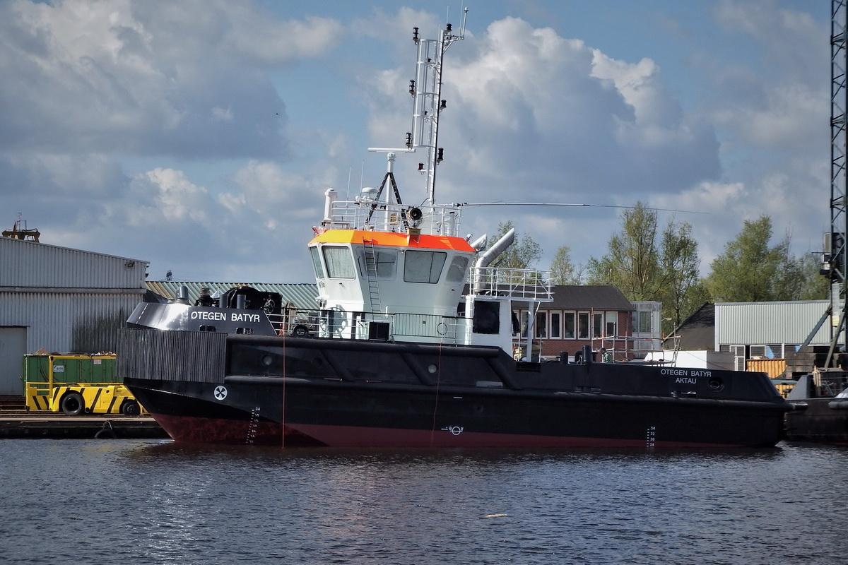 Буксир «Отеген Батыр» (Otegen Batyr) / IMO 9841081 у причала судоверфи De Hoop, апрель 2018 года / (с) Frits Olinga http://www.shipspotting.com/gallery/photo.php?lid=2844311