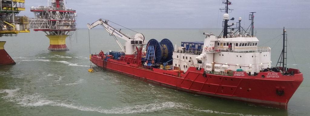 Фотография судна Атлантик Суппортере во время работ на месторождении Северного Каспия.