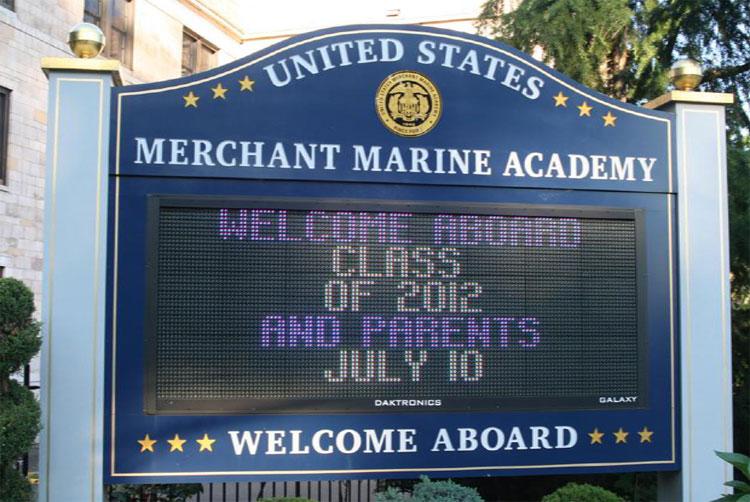За этим баннером скрывается пусть к морскому образованию в США.