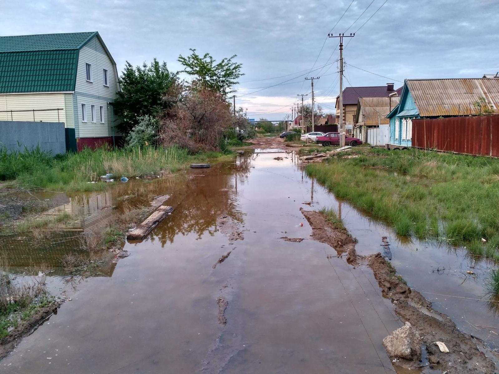 Вид после обильных дождей на ул.Тувинскую (Трусовский район), город Астрахань.