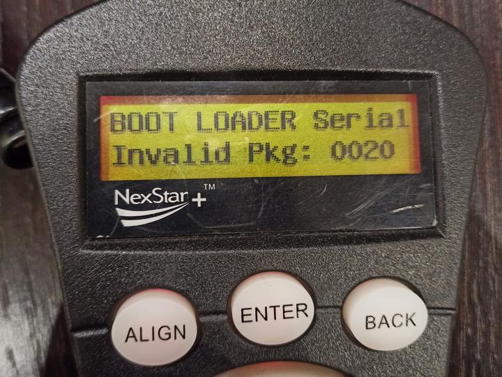 """Фотография пульта NexStar+ с ошибкой на дисплее """"Boot loader serial invalid pkg: 0020"""""""